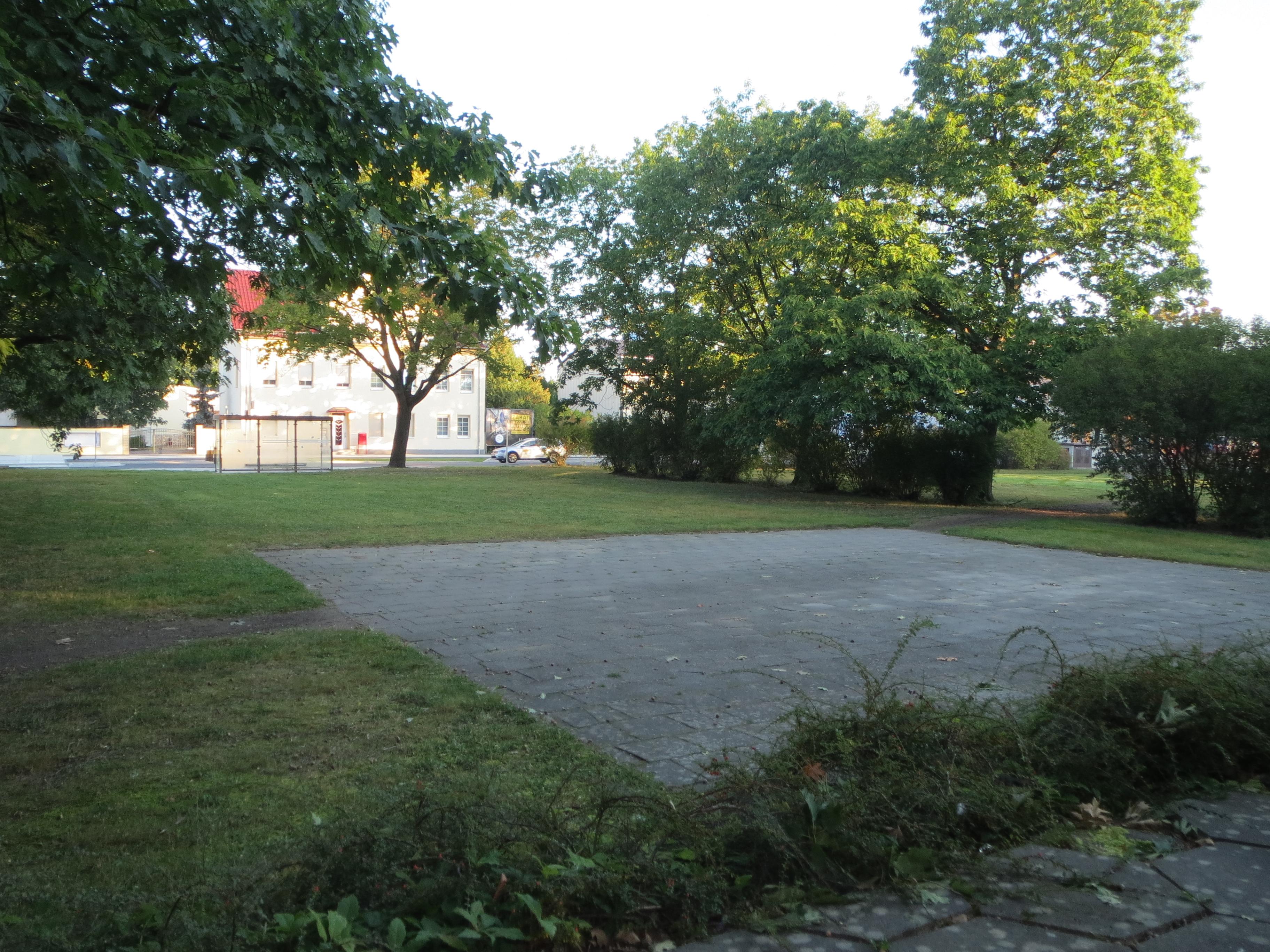 Bereich vor VVN Denkmal